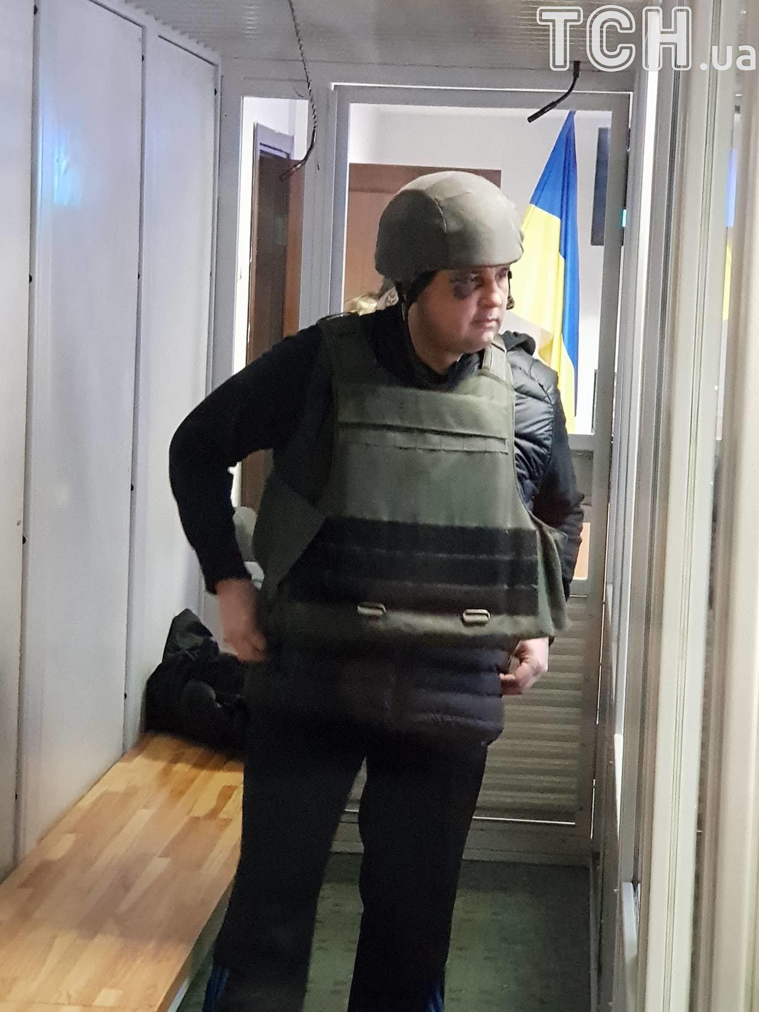 Шепелева привезли в суд в каске и бронежилете: фото