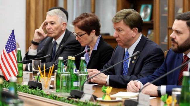 Полторак обсудил ситуацию в Донбассе с группой из Конгресса США