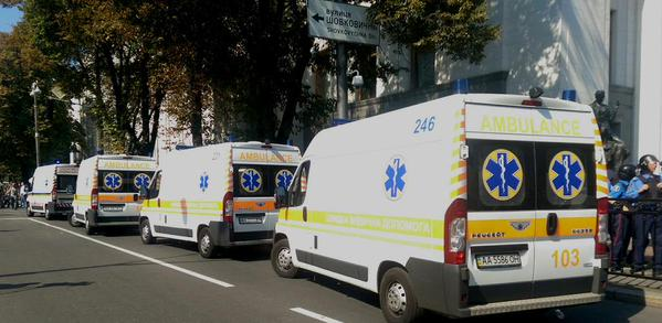 Взрыв под Радой: скорых не хватает, раненых увозит полиция