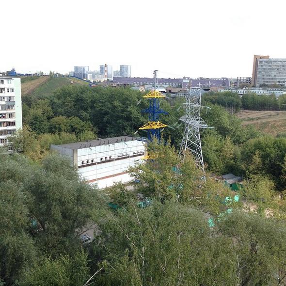 В Москве перекрасили вышку электропередач в цвета флага Украины