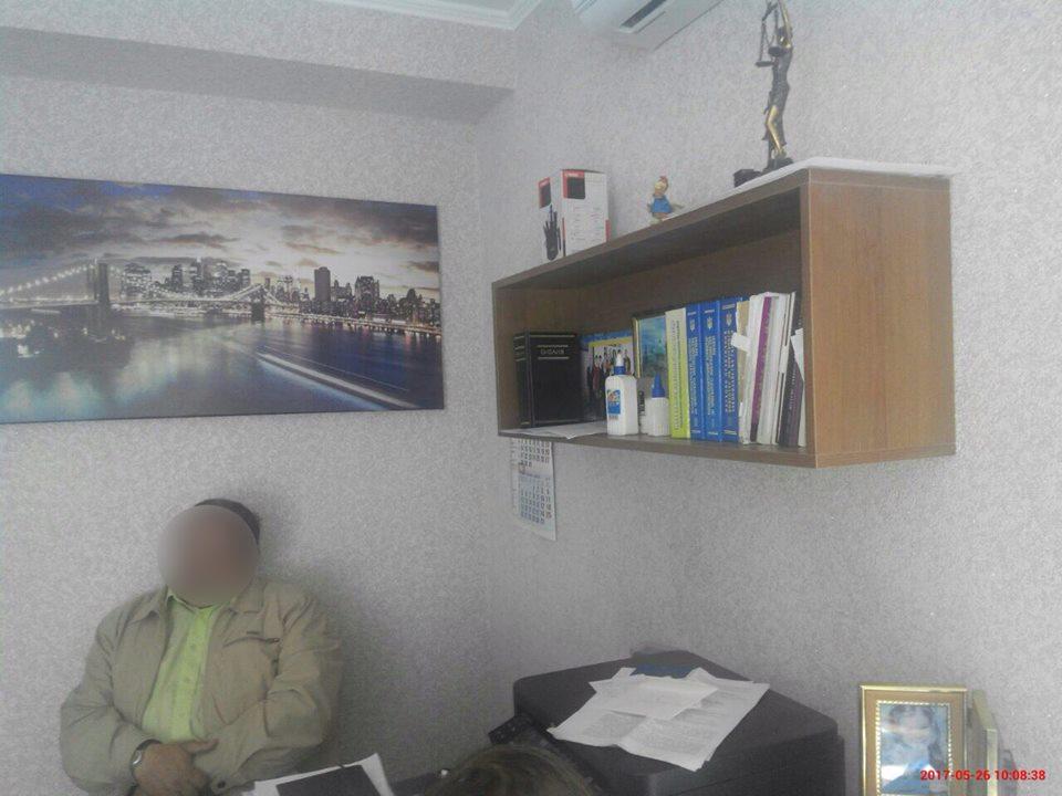 Волинського екс-суддю спіймали нахабарі удесять тисяч