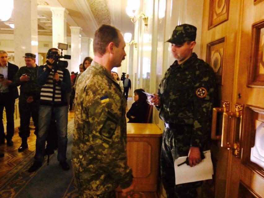 Депутаты собираются в зале Верховной Рады на репетицию
