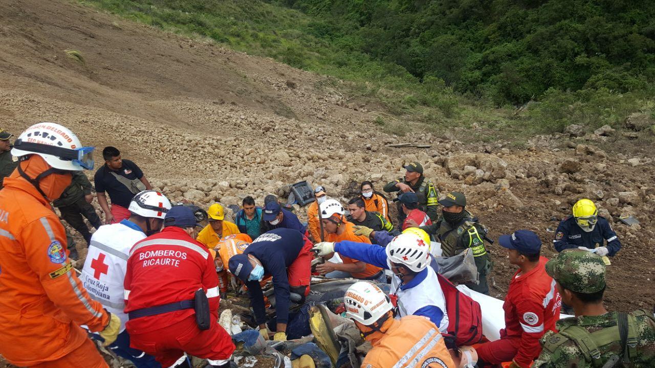 В Колумбии оползень столкнул автобус в ущелье: более 10 погибших