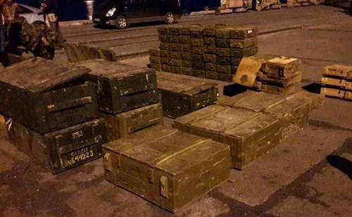 СБУ изъяла 73 ящика с оружием, подозревают экс-главу СБУ