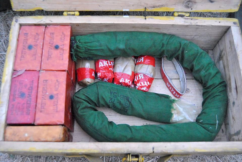 На Луганщине военные саперы обезвредили 50 кг взрывчатки: фото