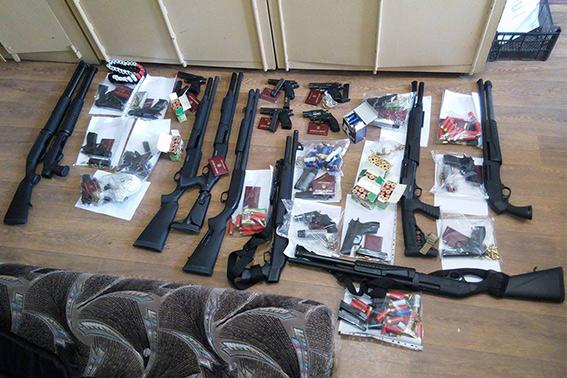 Неизвестные с оружием проникли в здание Черкассыоблэнерго: видео