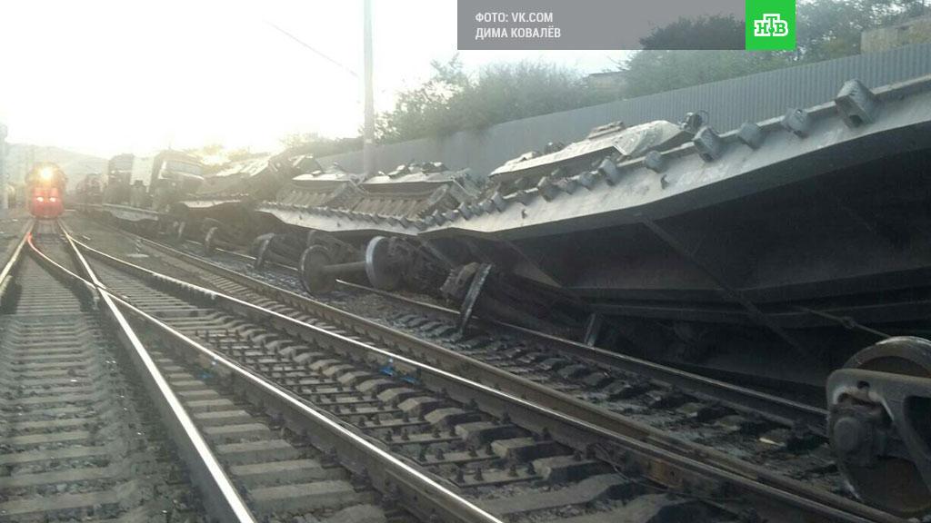 В России сошел с рельсов поезд с военной техникой: фото