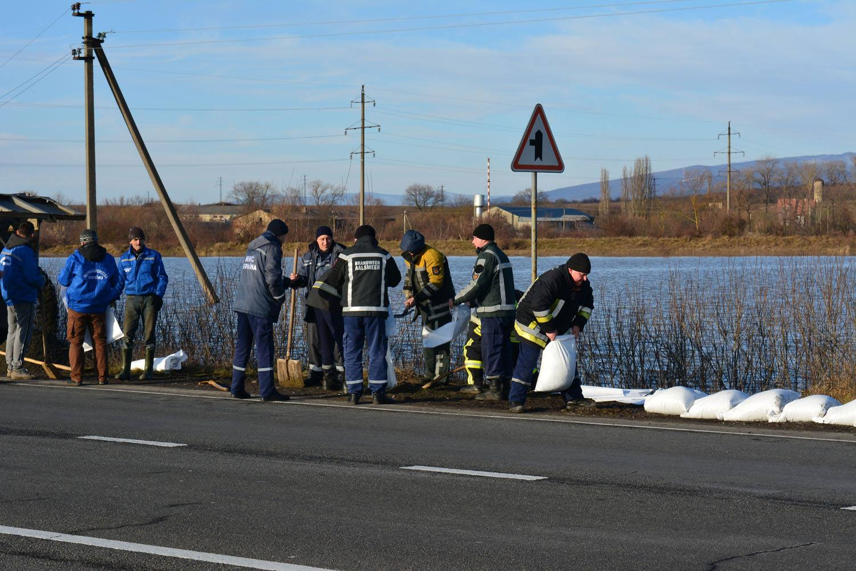 Паводок в Закарпатье: подтоплены почти 300 домохозяйств - фото