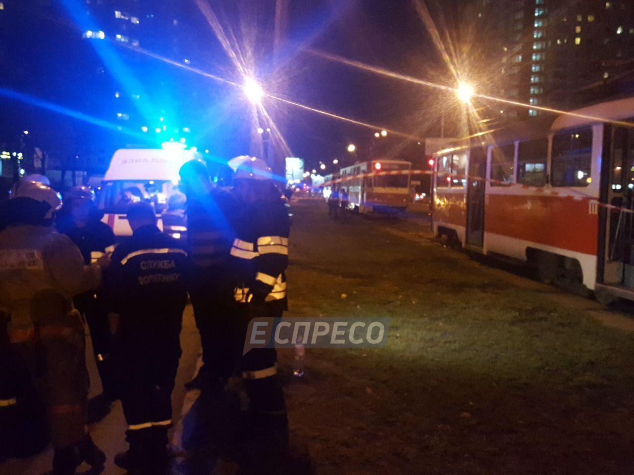 В Киеве трамвай насмерть сбил мать с ребенком