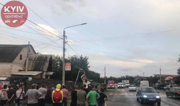 Під Києвом сталася смертельна ДТП: фото, відео