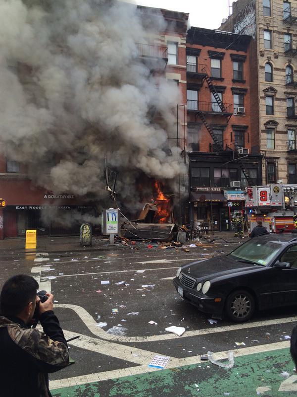 На Манхэттене в Нью-Йорке обвалилось здание: есть пострадавшие
