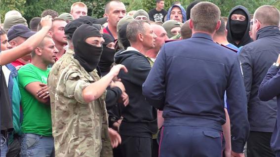 На Ровенщине милиция схлестнулась с добытчиками янтаря: видео