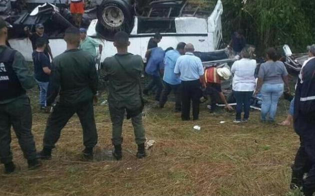 ВВенесуэле как минимум 9-ти человек погибли при ДТП савтобусом