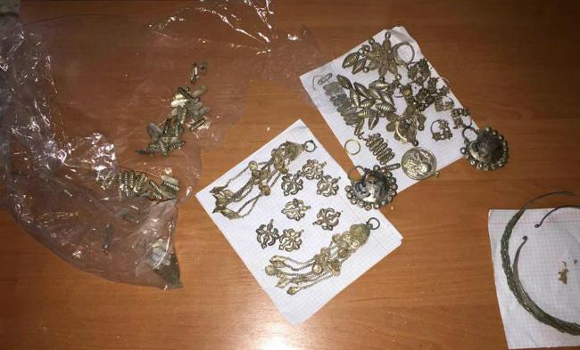 СБУ пресекла контрабанду украшений времен Киевской Руси: фото