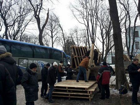Антимайдан в Мариинском парке сворачивает палатки и кухни: фото