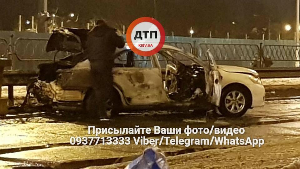 В Киеве около метро подорвали две гранаты: сгорела машина - СМИ