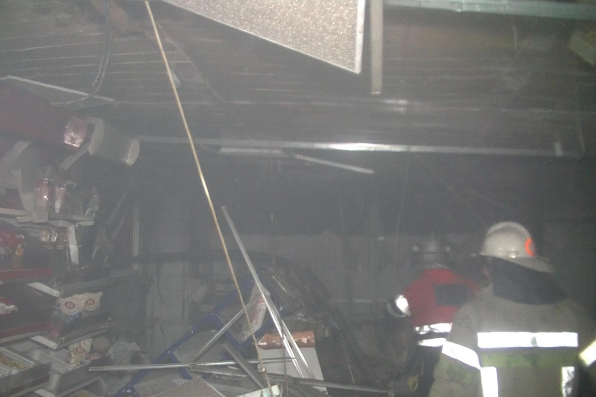 В Харькове коктейлем Молотова сожгли магазин: фото, видео
