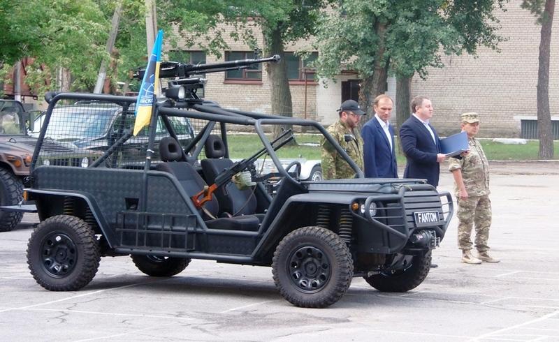 Бойцам АТО передали тактический внедорожник Фантом с ДШК: фото