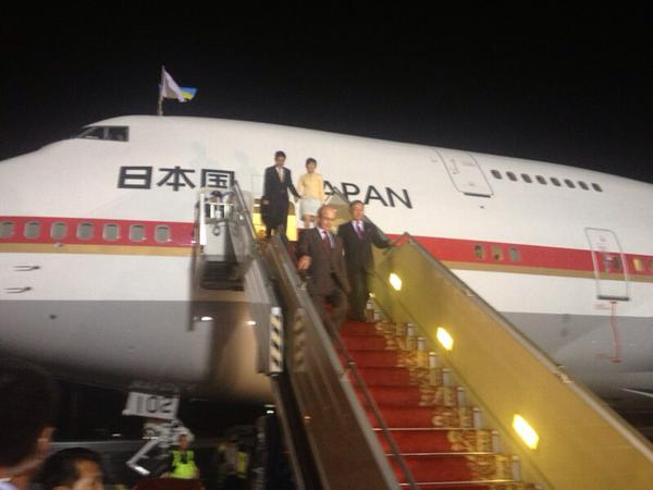 В Украину прибыли премьер-министры Японии и Канады