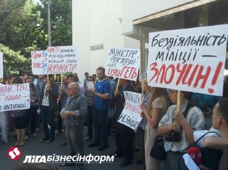 Боксер, напавший на журналистов, скрывается, - МВД