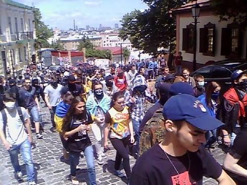 Около Администрации президента активисты требуют продолжать АТО