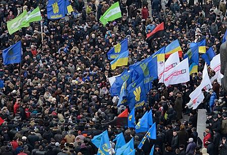 Оппозиция провела 10-тысячный митинг в Ивано-Франковске