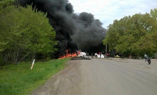 К Славянску подошла бронетехника украинских силовиков