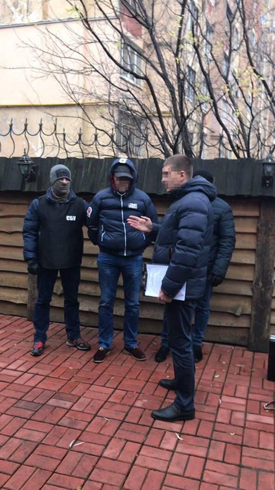 В Житомире СБУ разоблачила на взятках двух ревизоров ГФС: фото