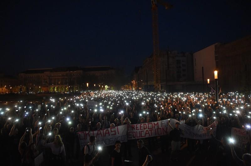 В Венгрии принят позволяющий закрыть университет Сороса закон