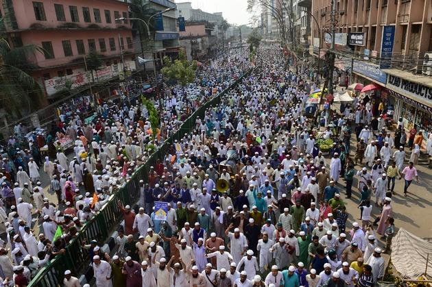 В Бангладеш под нажимом исламистов сносят статую Фемиды