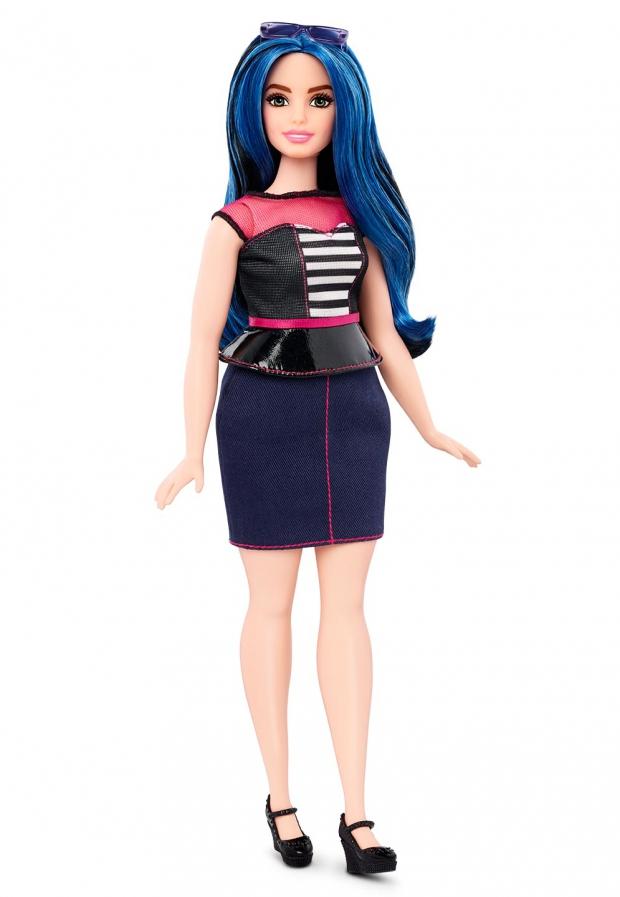 Компания Mattel выпустила куклу Барби с пышными формами: фото