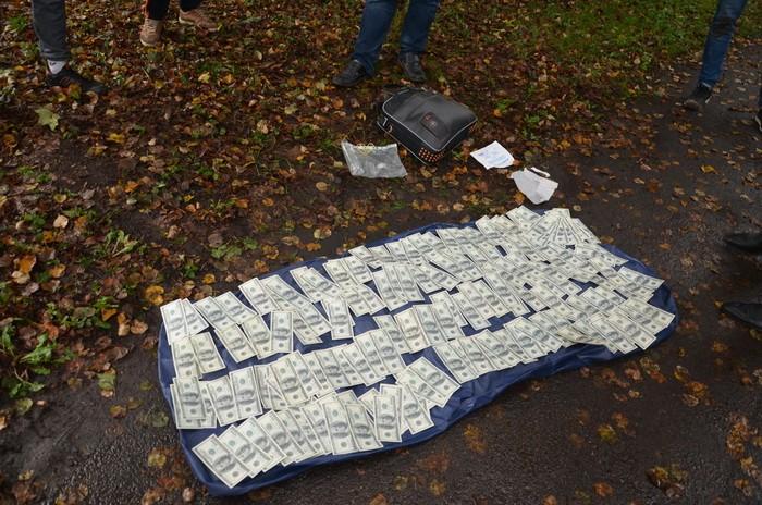 СБУ: в Ивано-Франковской области на взятке задержан чиновник ФГИ