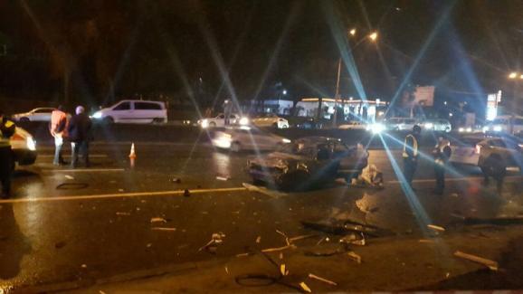ВКиеве вжутком ДТП «Fiat» приземлился на«Renault» иубил водителя
