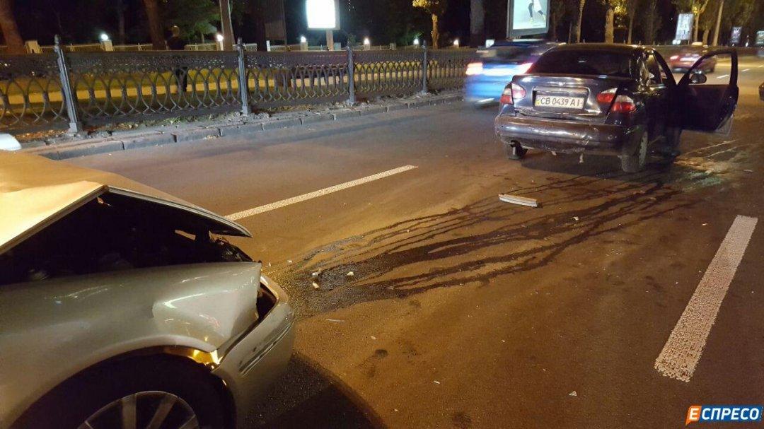 В Киеве мужчина на Skoda протаранил авто с беременной: фото