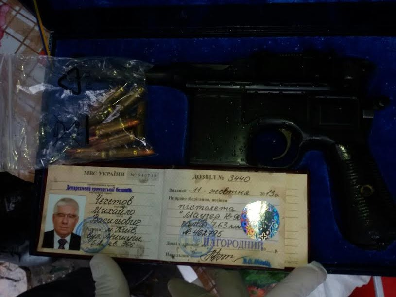 В Киеве нашли пистолет, зарегистрированный на имя Чечетова: фото