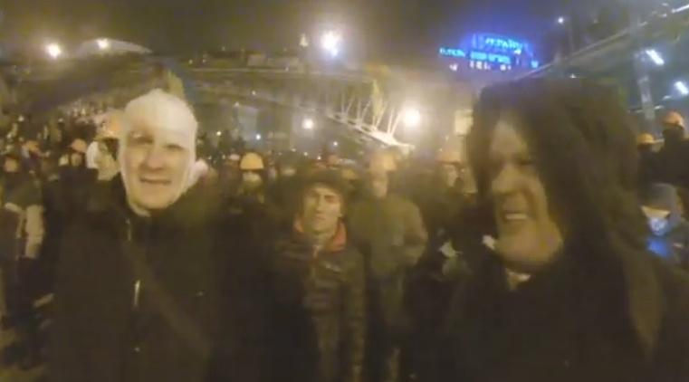 Митингующих на Майдане призывают отступать без сопротивления
