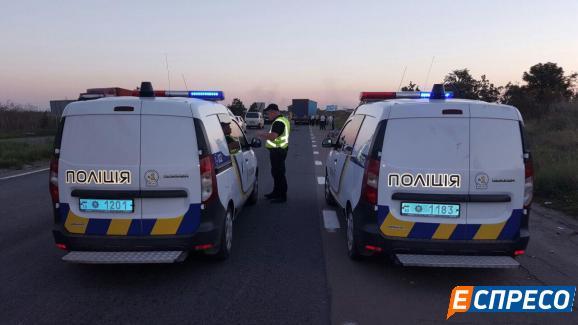 Под Киевом грузовик сбил девять велосипедистов: есть погибшие
