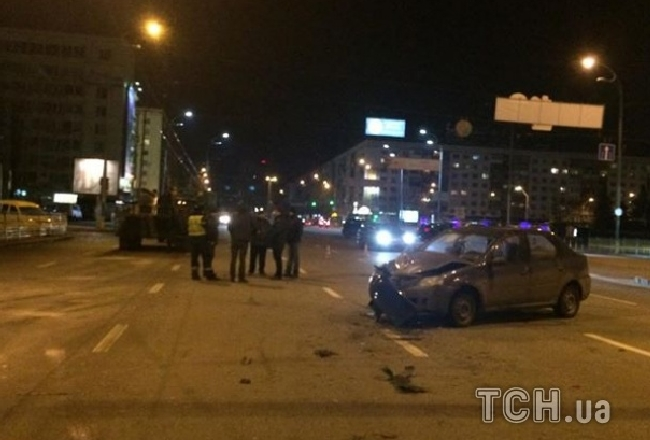 В Киеве ночью столкнулись БТР и легковые автомобили