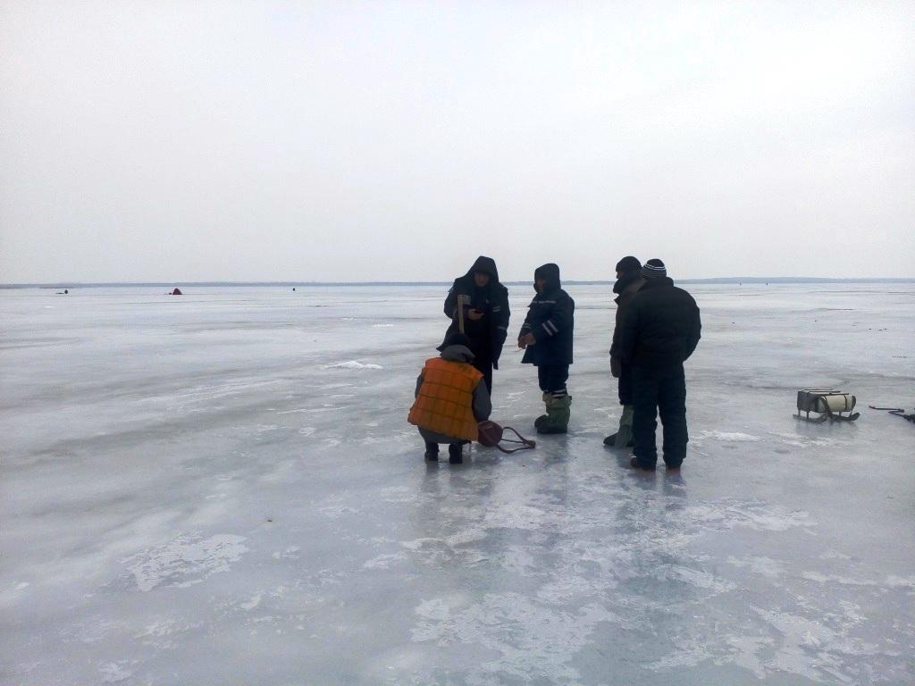НаКропивнитчине рыболовы, спасая коллег поудочке, провалились под лед