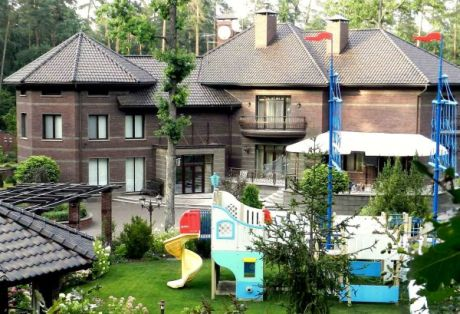 Как живет замгенпрокурора Кузьмин: фото из Пуща-Водицы, - СМИ
