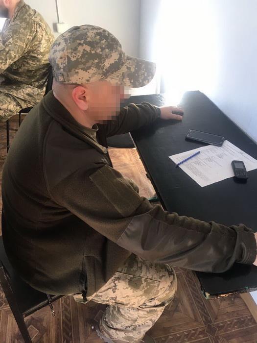 Двух военных подозревают во взятках за выдачу пропусков в АТО