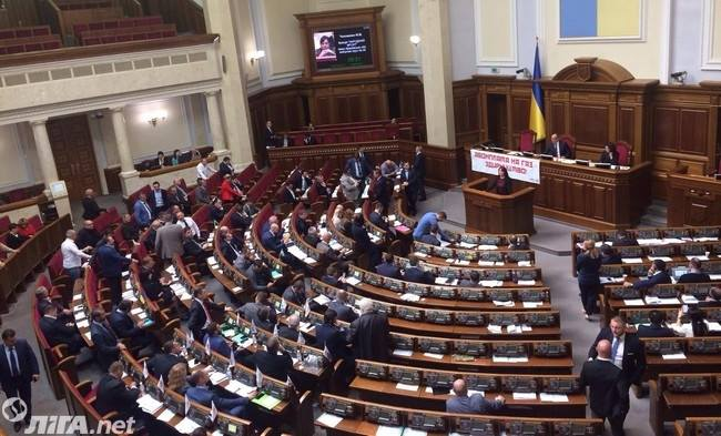 Большинство депутатов проигнорировали доклад Корчак: фото зала