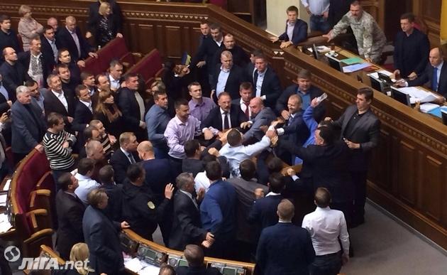 Рада одобрила президентский проект закона по Донбассу