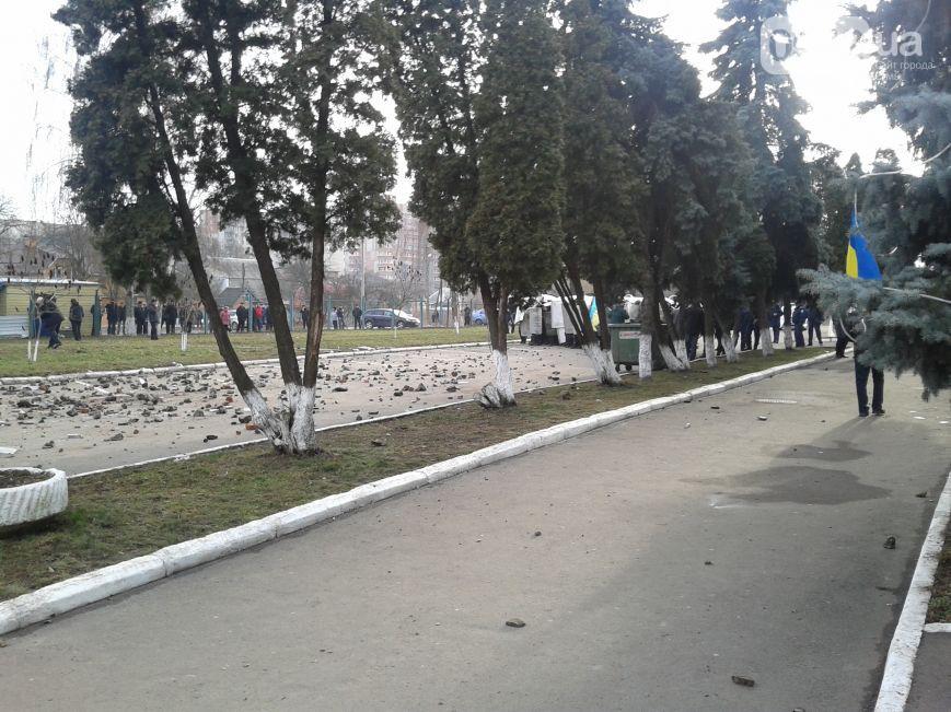 В Сумах произошли столкновения силовиков и протестующих