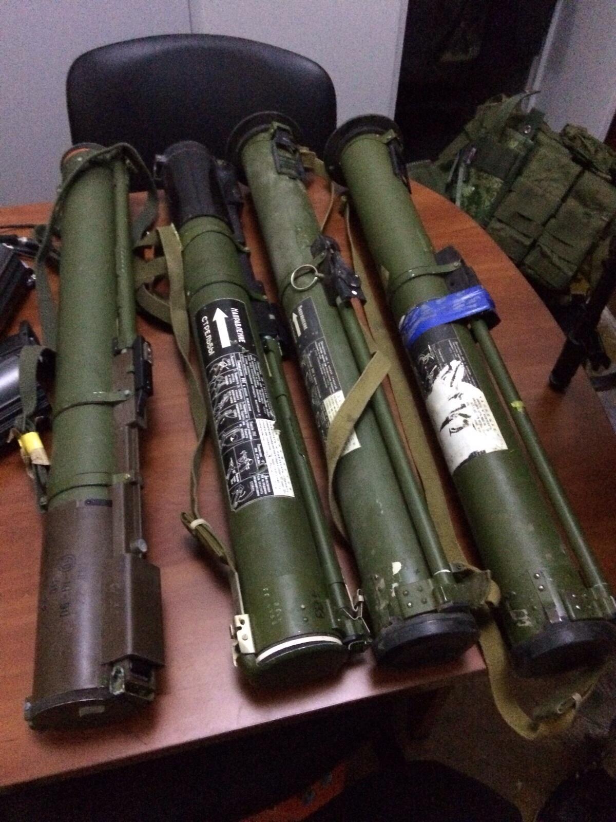 В центре Киева нашли крупное хранилище оружия: фото