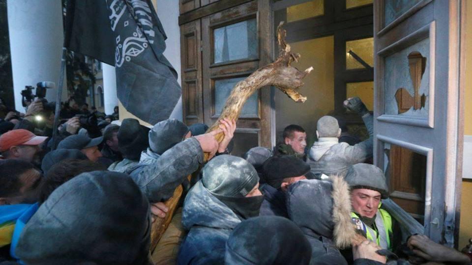 Около Октябрьcкого пострадали 60 бойцов Нацгвардии: фото