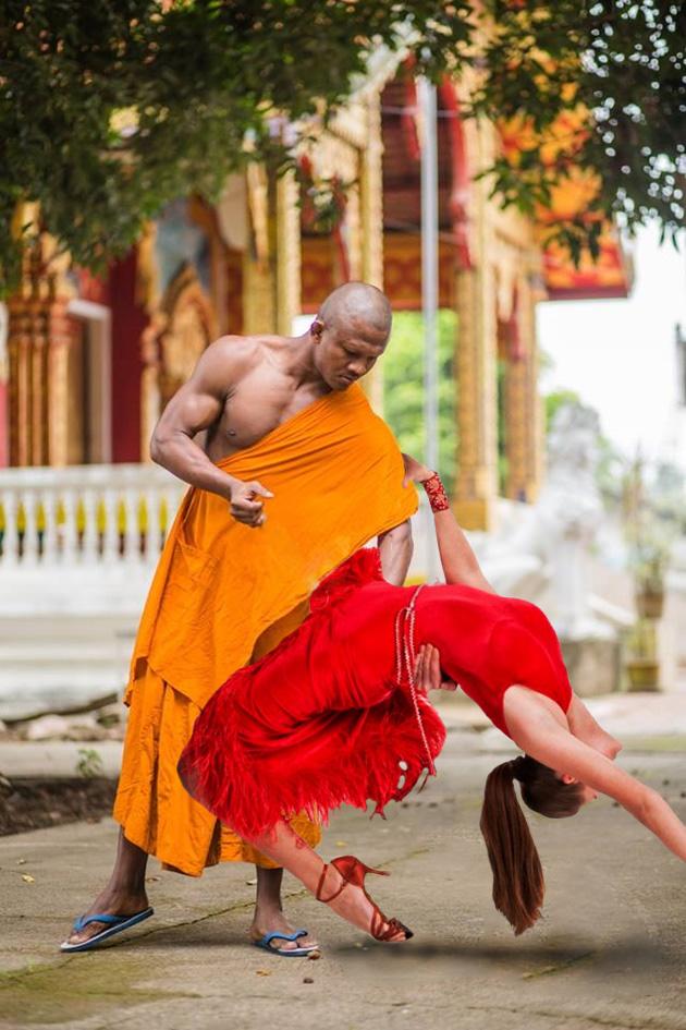Чемпион по тайскому боксу стал героем фотошоп-батла: фото