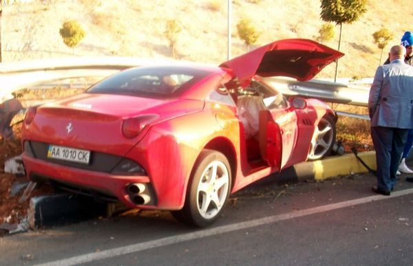 Милевский в Турции разбил свой Ferrari: фото и видео с места ДТП
