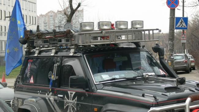 ГАИ оштрафовала Пояркова из-за тюнингованных фар на джипе: фото