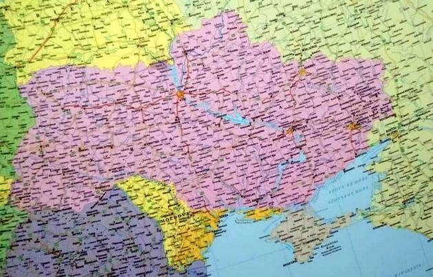 """В Будапеште продавали карты с """"непонятными"""" Крымом и югом Украины"""